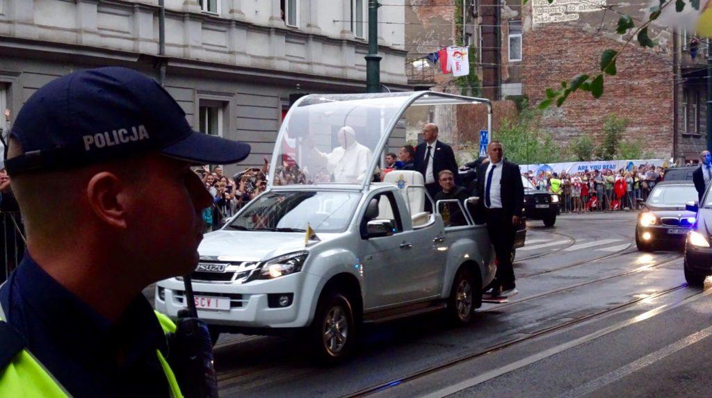 VIDEO: Ankunft des Papstes und Treffen mit den Regierungsvertretern