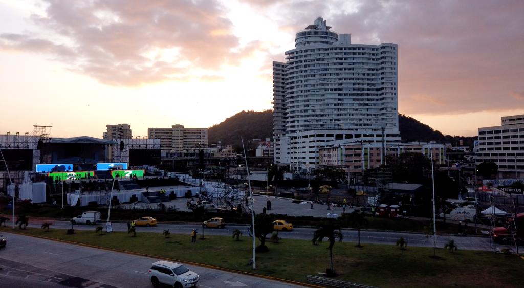 Sonnenuntergang in Panama mit Blick auf den Papst-Altar